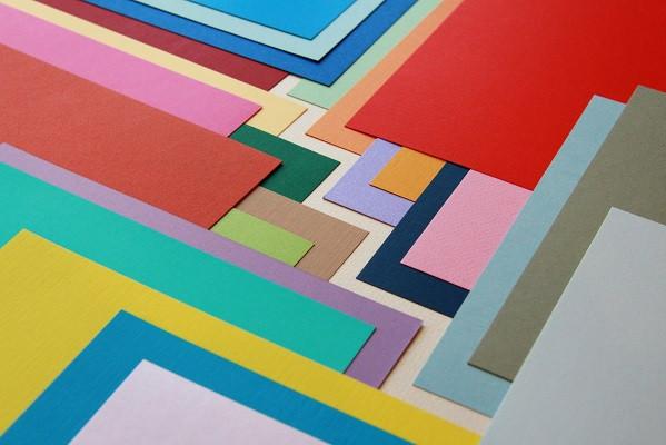 Применение дизайнерской бумаги позволяет получить представительский вид полиграфической продукции